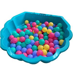 türkise Wassermuschel mit 100 bunten Bällen