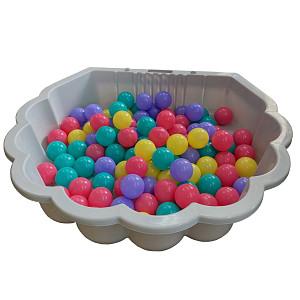 graue Wassermuschel mit 100 bunten Bällen