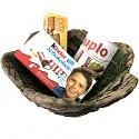 Mooskörbchen gefüllt mit Duplo, Kinderschokolade und Leibniz Butterkeks aus Holz