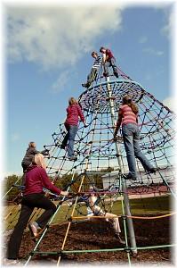 Kletterpyramide Höhe 6,50 m mit 3 Spielebenen